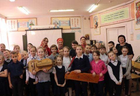 Концерт-беседа арт-проекта «Сердолик» по русским народным инструментам